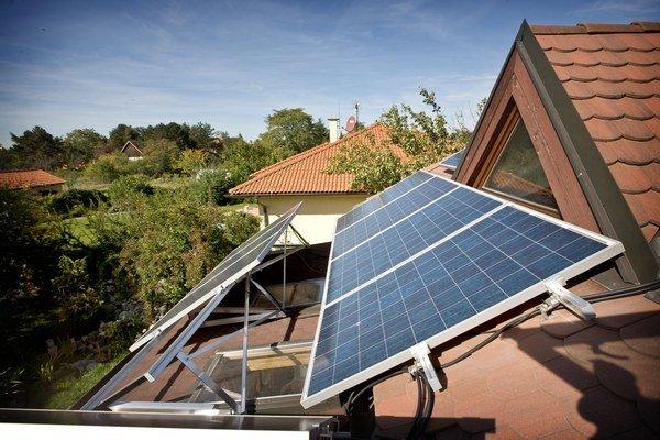 Aj keď stále prevláda objem elektriny spotrebovaný v zime na kúrenie, spotreba elektriny na chladenie v letných mesiacoch neustále rastie.