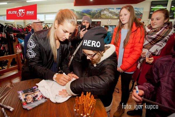 O podpisy Dominiky Cibulkovej bol veľký záujem.