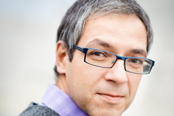 Karel Obluk je bývalý riaditeľ a šéf technológií spoločnosti AVG Technologies, ktorá sa zameriava na antivírusové služby.
