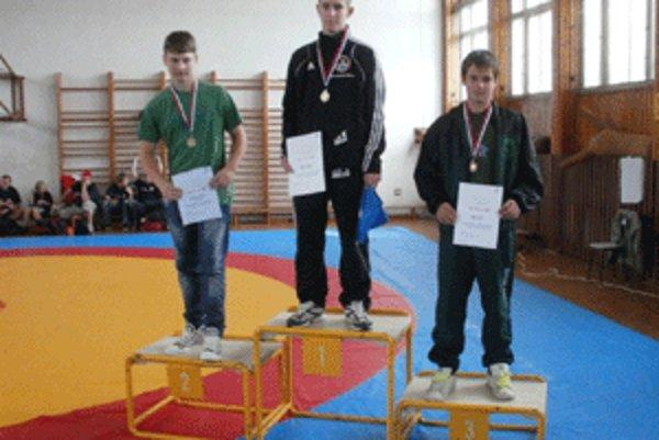 Patrik Pekár (vpravo) sa stal športovcom školy.