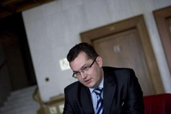 Favoritov Andreja Kolesíka (Smer) nepodporili v predchádzajúcich voľbách ani jeho vlastní kolegovia.