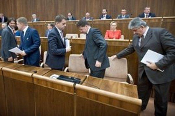 Parlament odklepol vláde nové zmeny.