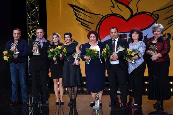 Laureáti Roma Spirit. Marcel Šaňa tretí sprava.
