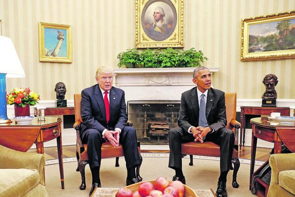 Donald Trump (vľavo) a Barack Obama.