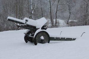 Kalinov v okrese Medzilaborce je prvá oslobodená obec na území bývalého Československa. Sovietska armáda ju oslobodila presne 21. septembra 1944. Túto skutočnosť v obci pripomína viacero artefaktov, napríklad vojnová technika.