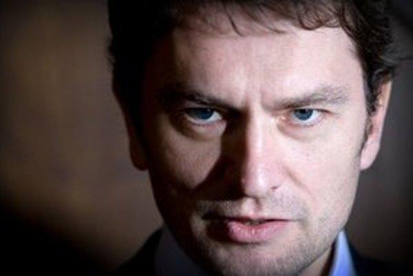 Tri strany hrajú špinavú hru, tvrdí líder Obyčajných ľudí Igor Matovič.