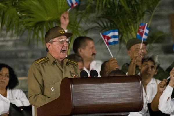 Raúl Castro rečnil počas smútočného zhromaždenia v meste Santiago de Cuba.