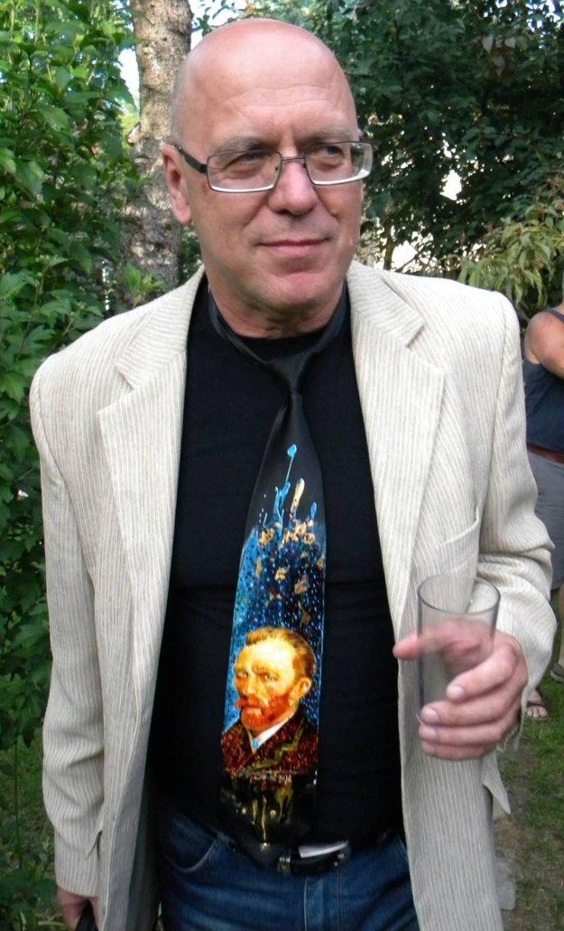 Ondrej Kalamár - aj s jednou zo svojich povestných originálnych kravát.