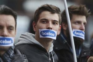Blokovanie krajne pravicových nacionalistických skupín vyvolalo v Poľsku protesty. Podľa EÚ nenávisť na internet nepatrí.