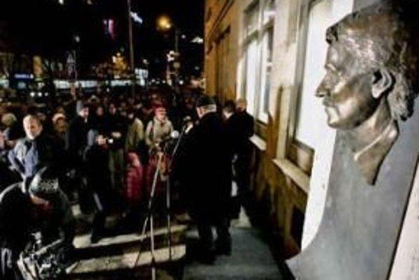 Do ústavu, ktorý založil disident Ján Langoš, sa majú dostať ľudia z mladej sociálnej demokracie.