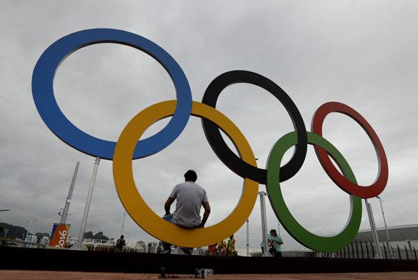 Päť olympijských kruhov.