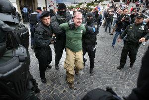 Extrémisti z ĽSNS sa plánujú aktívne zapojiť do budúcoročných župných volieb. Marián Kotleba na fotke z roku 2010.