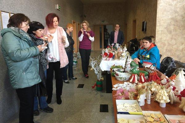 Remeselných vianočných trhov sa postupne zúčastní 19 zariadení sociálnych služieb z Trenčianskeho kraja.