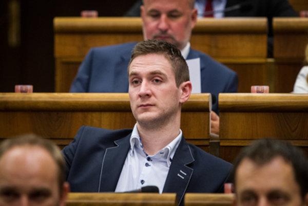 Poslanec ĽSNS Milan Uhrík zvažuje kandidatúru na nitrianskeho župana.