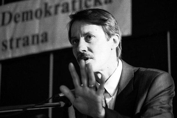 Ján Langoš (2. august 1946, Banská Bystrica – 15. jún 2006) bol slovenský politik a zakladateľ Ústavu pamäti národa.
