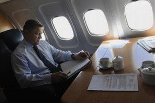 Robert Fico v lietadle.