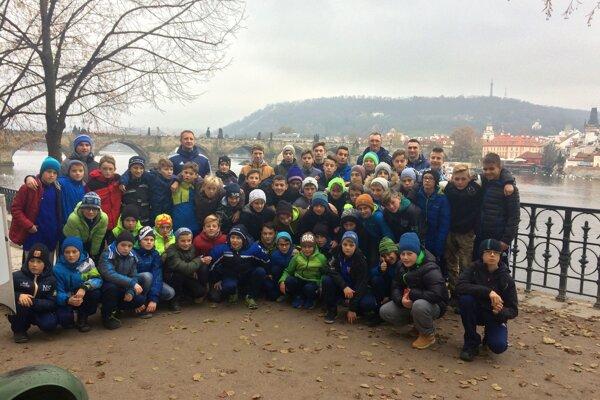 Mládež FK Poprad. Športový výlet vPrahe si vychutnávala.