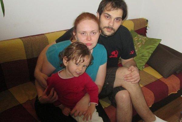 Martin s rodinkou. Časť pravej nohy má už amputovanú.