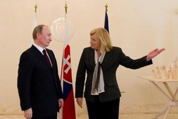 Z Vladimira Putina je rok po stretnutí prezident, z Ivety Radičovej vysokoškolská pedagogička.