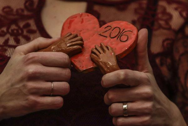 Na snímke ocenenie Srdce na dlani počas oceňovania dobrovoľníkov Srdce na dlani 2016, v Bratislave 12. decembra 2016.