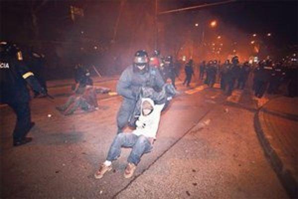 Demonštranti mali naťahovačky s políciou.