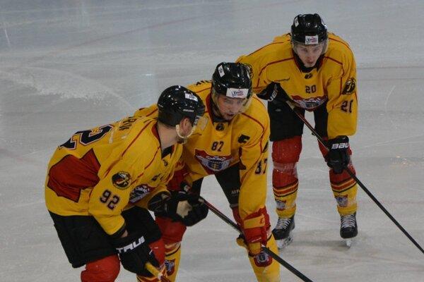 Štyri zápasy - štyri výhry - to je aktuálna bilancia hokejistov Topoľčian.