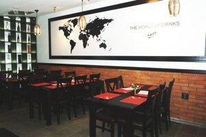 Podnik sídli na Mostnej 24 v priestoroch bývalej reštaurácie Sisi.