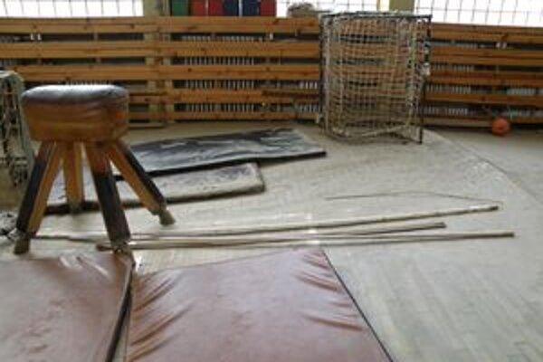 V niektorých školách stále odstraňujú následky povodní.