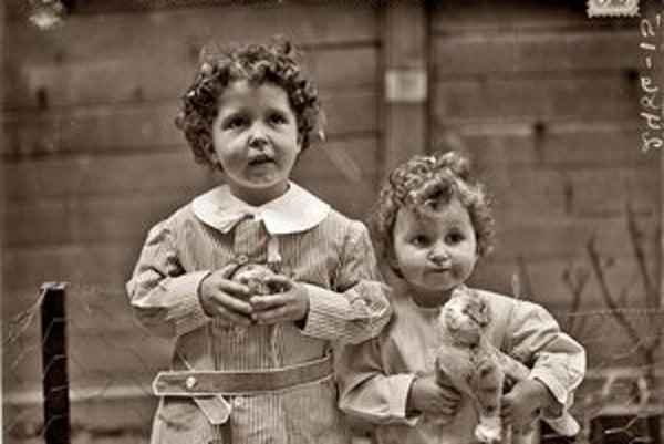 Fotografie zachránených detí obleteli svet.