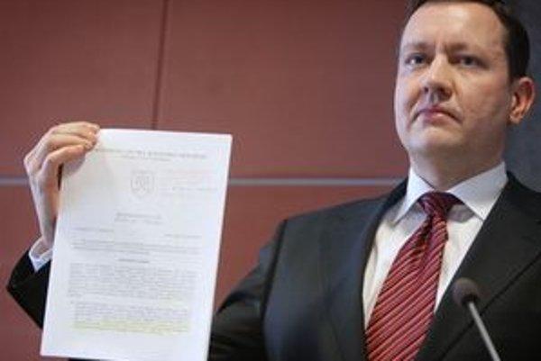 Minister vnútra Daniel Lipšic počas tlačovej besedy.