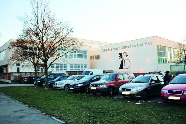 Fasádu dokončili pracovníci firmy na začiatku decembra.