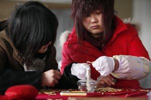 Zamestnankyne čínskych tovární pracujú bez prestávky
