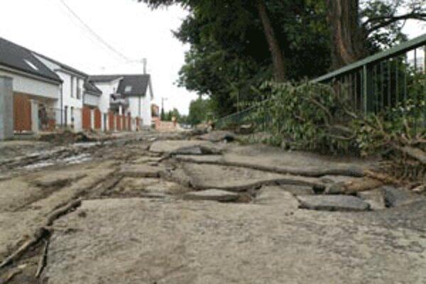 Cesty v Prievidzi sú na viacerých miestach zničené.