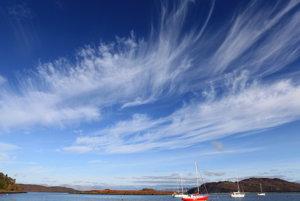 Oblaky cirus sa tvoria asi šesťtisíc metrov nad Zemou.