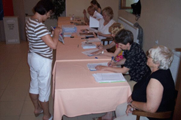 Ľudia už po niekoľkí raz prídu tento rok do volebných miestností.