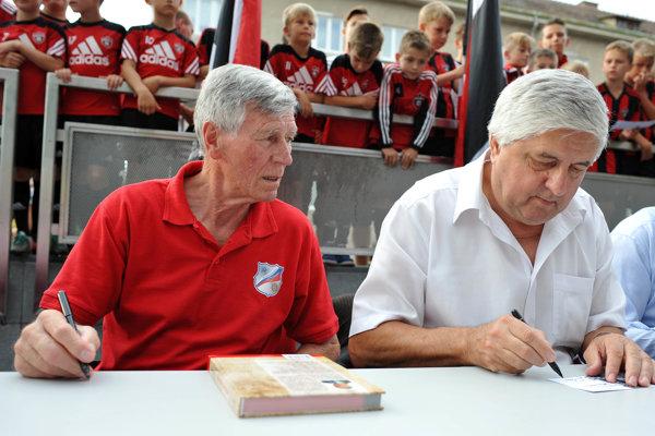 Aj legendárny Jozef Adamec patrí k hráčom, ktorý na sebe nosili dres Trnavy aj Slovana.