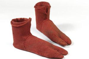 Jedny z najstarších ponožiek. Našli sa v egyptských koptských hrobkách a uštrikované boli v rozmedzí rokov 250 až 420 nášho letopočtu. Vystavené sú vo Victoria and Albert Museum v Londýne.
