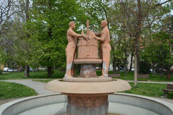 Zámocký park je obľúbeným miestom Pezinčanov.