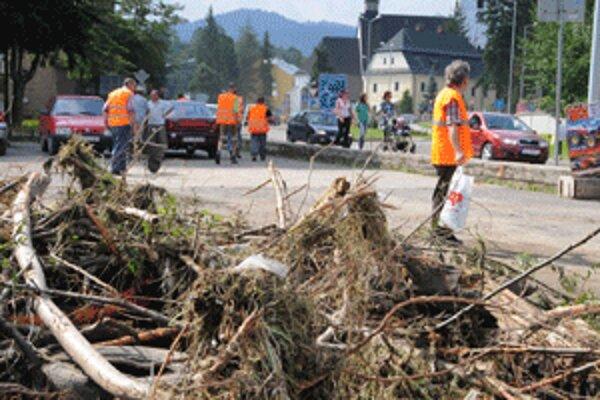 Povodeň napáchala v Handlovej obrovské škody.