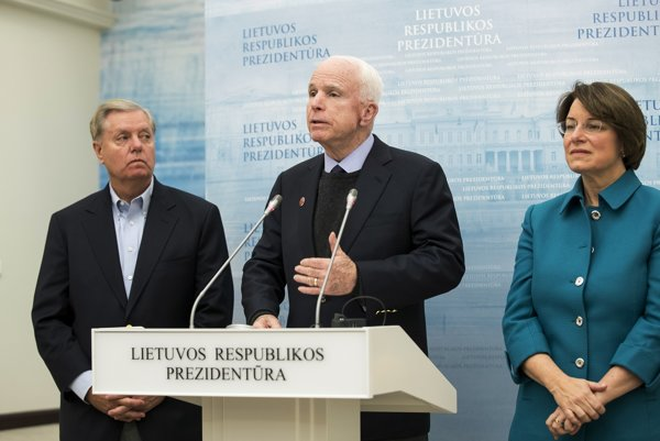 Americký senátor John McCain na návšteve Litvy.
