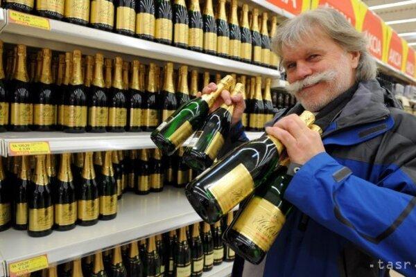 K Silvestru poväčšine patrí i šampanské.