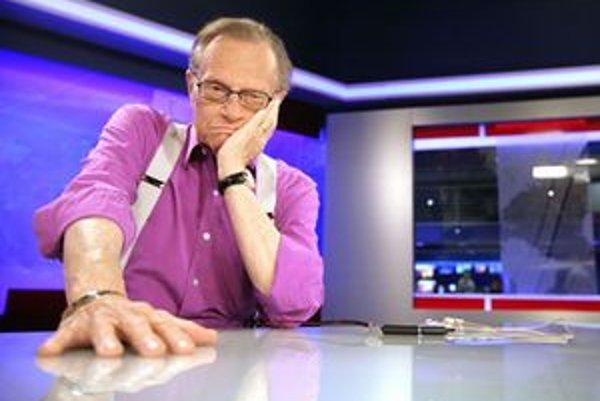 Americký novinár a moderátor Larry King počas návštevy spravodajskej televízie TA3.