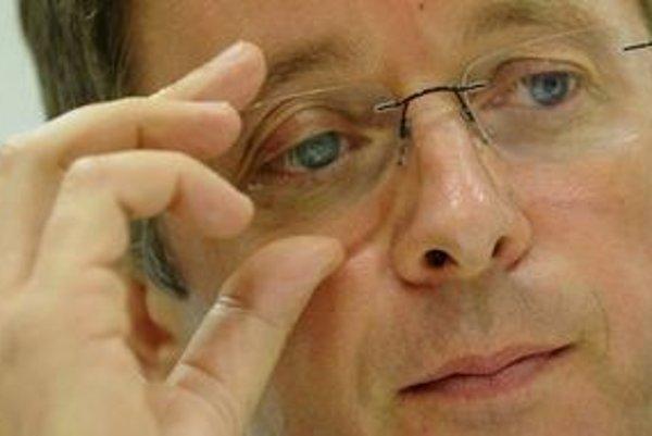 Mikloš pripustil, že ani navýšený euroval nemusí stačiť.