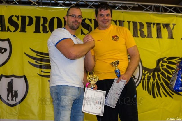 Samuel Hlubík (vľavo) s reprezentantom Petrom Spústom.