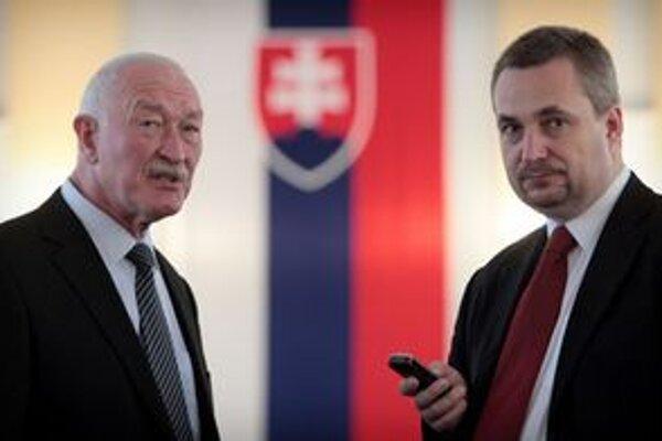 Dvaja zo štyroch poslancov OKS, ktorí sa do parlamentu dostali na kandidátskej listine Mosta-Híd: (vľavo) František Šebej a Ondrej Dostál.