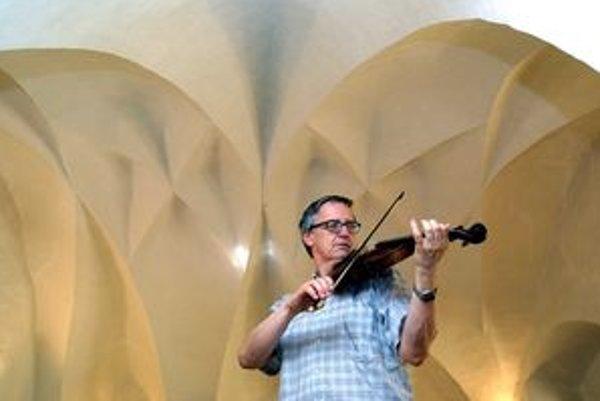 V Huňadyho sále Bojnického zámku sa predstaví husľový virtuóz Peter Michalica.