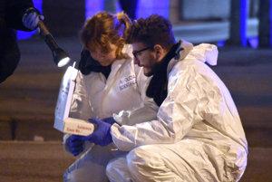 Vyšetrovanie na mieste zastrelenia podozrivého útočníka.