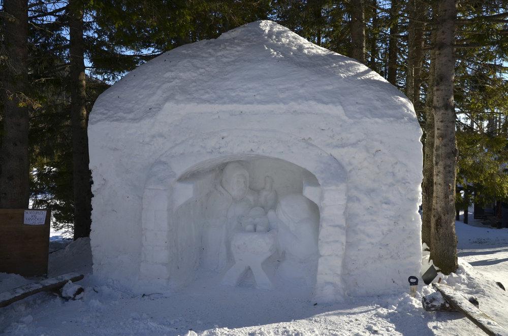 Snehový betlehem počas podujatia Trojkráľové stretnutie pri snehovom betleheme