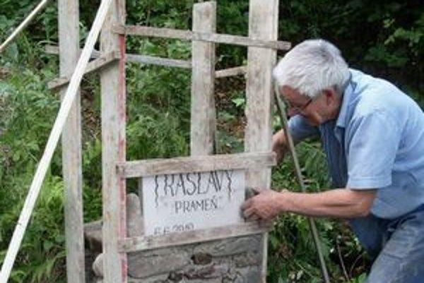 Handlovský murovaný prameň je 25. na Slovensku a volá sa Trasľavý.