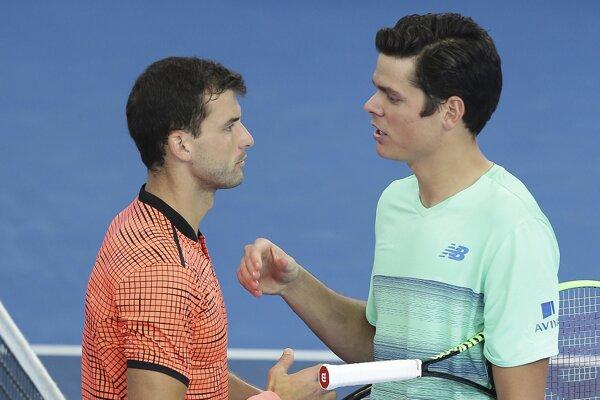 Raonič (vpravo) gratuluje k postupu Dimitrovovi.